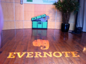 "<a href=""http://www.flickr.com/photos/mika/6070098115/"" title=""Evernote logo on the floor by micamica, on Flickr""><img src= width=""500"" height=""374"" alt=""Evernote logo on the floor""></a>"